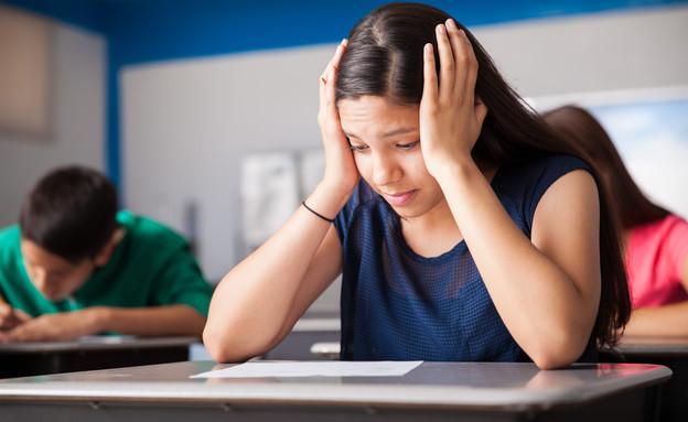 סטודנטים במבחן (צילום: By antoniodiaz, shutterstock)