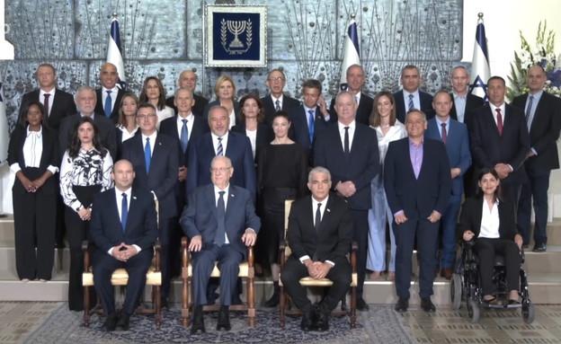 התמונה המסורתית של הממשלה החדשה בבית הנשיא (צילום: אבי אוחיון, לעמ)