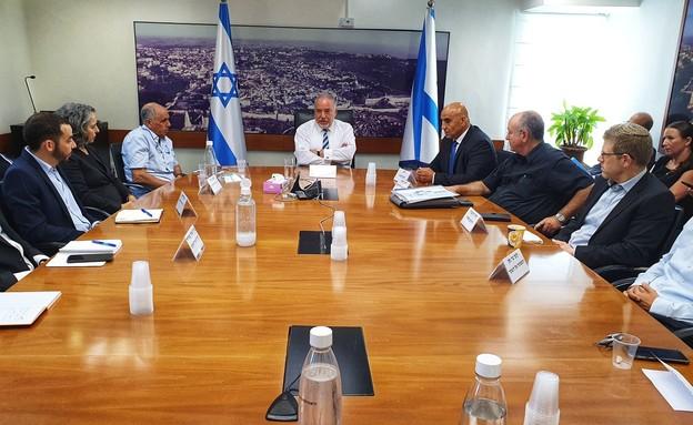 אביגדור ליברמן בפגישה ראשונה עם הדרג המקצועי במשרד האוצר (צילום: דוברות האוצר)