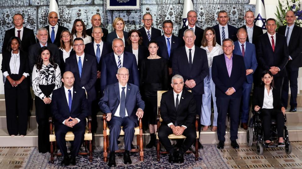 התמונה המסורתית של הממשלה החדשה בבית הנשיא (צילום: רויטרס)