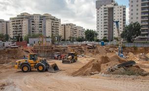 אתר בנייה באשקלון (צילום: Yuri Dondish, shutterstock)