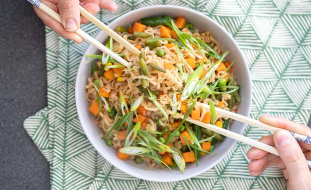 """נודלס עם ירקות בסיר אחד  (צילום: עידית נרקיס כ""""ץ, אוכל טוב)"""