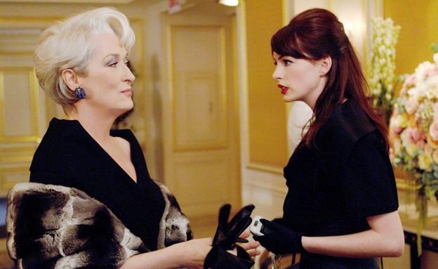 """אן האת'ווי, מריל סטריפ, """"השטן לובשת פראדה"""" (צילום: Barry Wetcher באדיבות yes, יחסי ציבור)"""