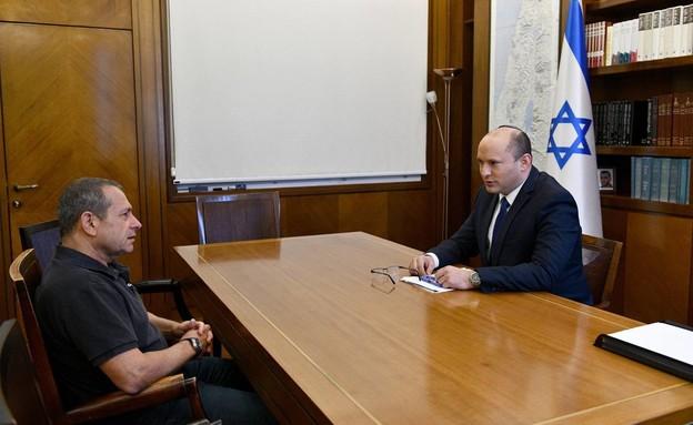 """ראש הממשלה, נפתלי בנט, נפגש עם ראש השב""""כ נדב ארגמן (צילום: חיים צח, לעמ)"""