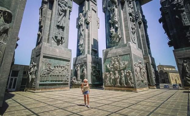 אנדרטת ענק מרשימה של ההיסטוריה של גיאורגיה (צילום: דורון כהן)