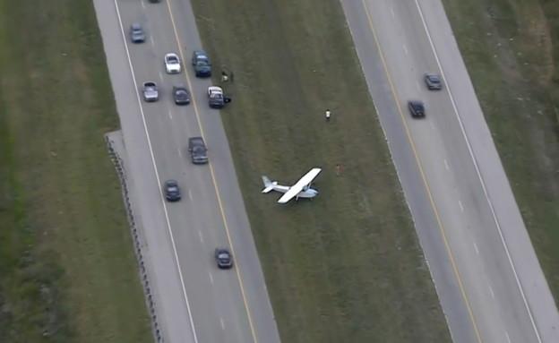 צפו: טייס צעיר נחת על הכביש המהיר