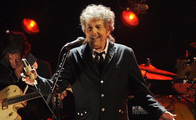 בוב דילן בהופעה  (צילום: AP)