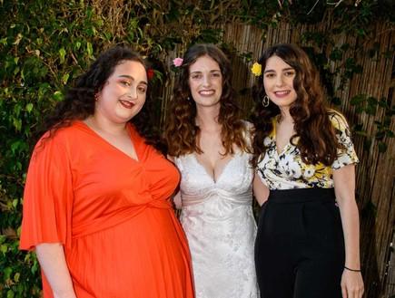 חתונה בחצר (צילום: באדיבות המצולמות)