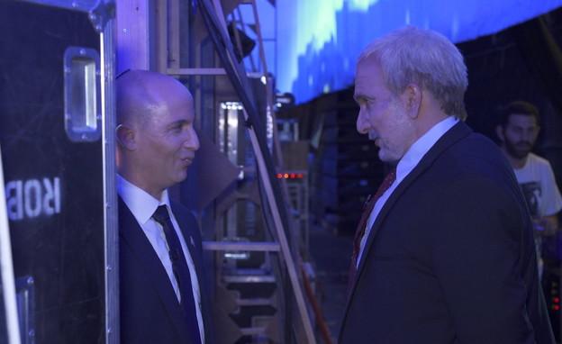 אסי כהן כליברמן מול ערן זרחוביץ' בתור בנט (צילום: חדשות 12)