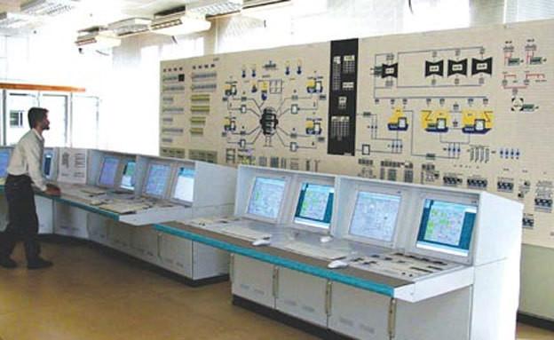 חדר מוניטורים בתחנת כוח הגרעינית בבושהר, אירן (צילום: רויטרס)