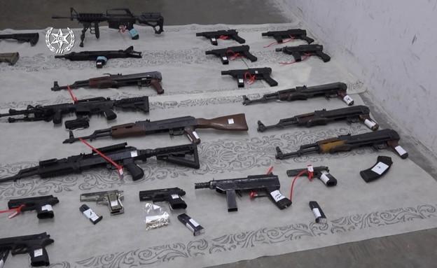מעצר של עשרות חשודים בגין ייצור, אחזקה, הברחה וסחר באמצעי לחימה (צילום: דוברות המשטרה)