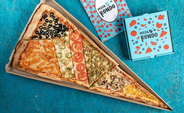 """פיצה רונדו - משולש פיצה 85 ס""""מ (צילום: גור צמח, יחסי ציבור)"""