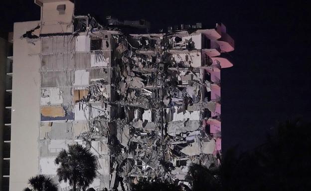הבניין שקרס במיאמי בפלורידה (צילום: AP)