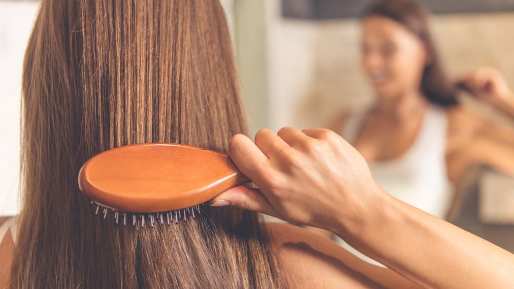 מסרקת שיער ארוך (צילום: VGstockstudio, shutterstock)