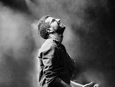 """חנן בן ארי בהופעה (צילום: אורטל לביא נקיי, יח""""צ)"""