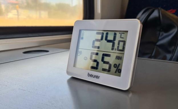 מדידה מזגן ברכבת 1 (צילום: כרמל ליבמן, N12)
