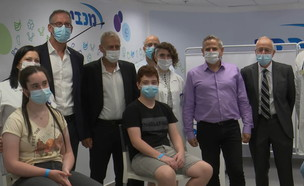 שר הבריאות ניצן הורוביץ במתחם חיסונים בחולון (צילום: חוסין אל אוברה)