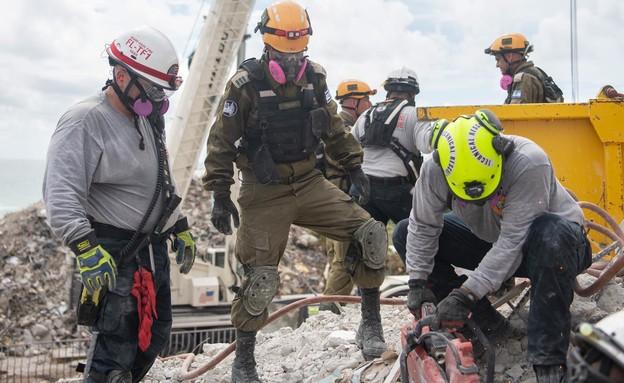 """סיוע משלחת צה״ל במיאמי (צילום: דובר צה""""ל)"""