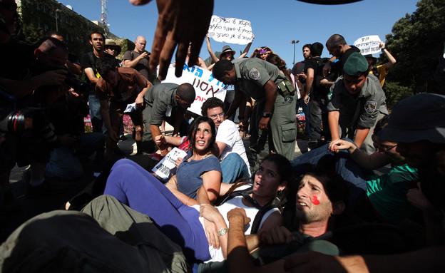 הפגנה מול הכנסת במהלך המחאה החברתית, אוגוסט 2011 (צילום: קובי גדעון , פלאש 90)