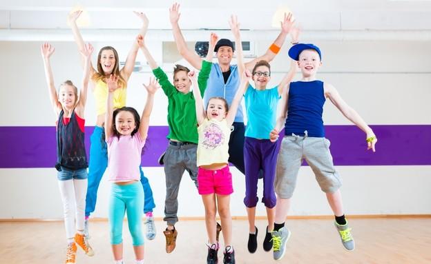 ילדים רוקדים (צילום: Shutterstock)