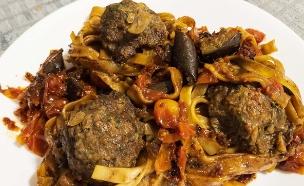 תבשיל קציצות ופסטה (צילום: פאני דוד, אוכל טוב)