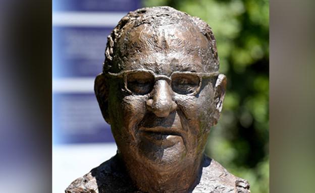 """פסלו של הנשיא היוצא ראובן ריבלין (צילום: חיים צח, לע""""מ)"""