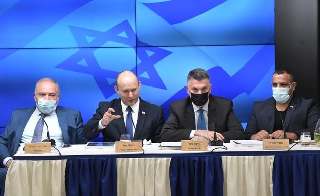 בנט, סער, ליברמן וקארה בהצגת התוכנית להפחתת הרגולציה (צילום: דוברות משרד האוצר)