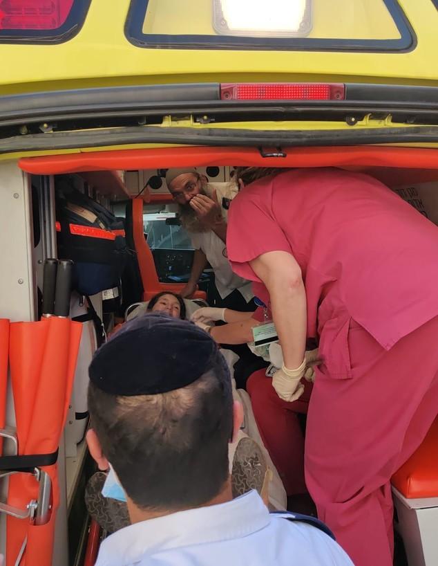 בר רוזנצוויג מגיעה לבית החולים (צילום: אורי רוזנצויויג)
