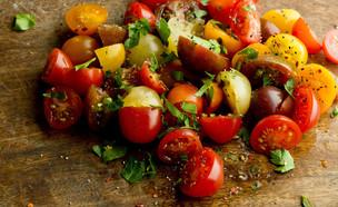 סלט עגבניות שרי (צילום: Marie Sonmez Photography, ShutterStock)