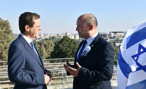 ראש הממשלה נפתלי בנט ונשיא המדינה הרצוג (צילום: נועם מושקוביץ, דוברות הכנסת)