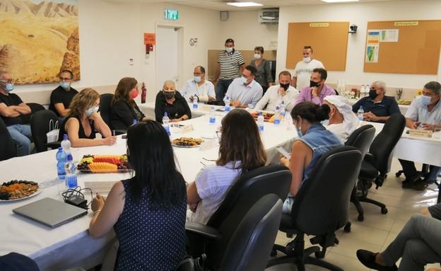 פגישת עבודה עם שר התיירות (צילום: עשת שור)