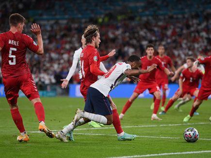 סטרלינג. אנגליה יכולה להסתדר בלי (Getty Images) (צילום: ספורט 5)