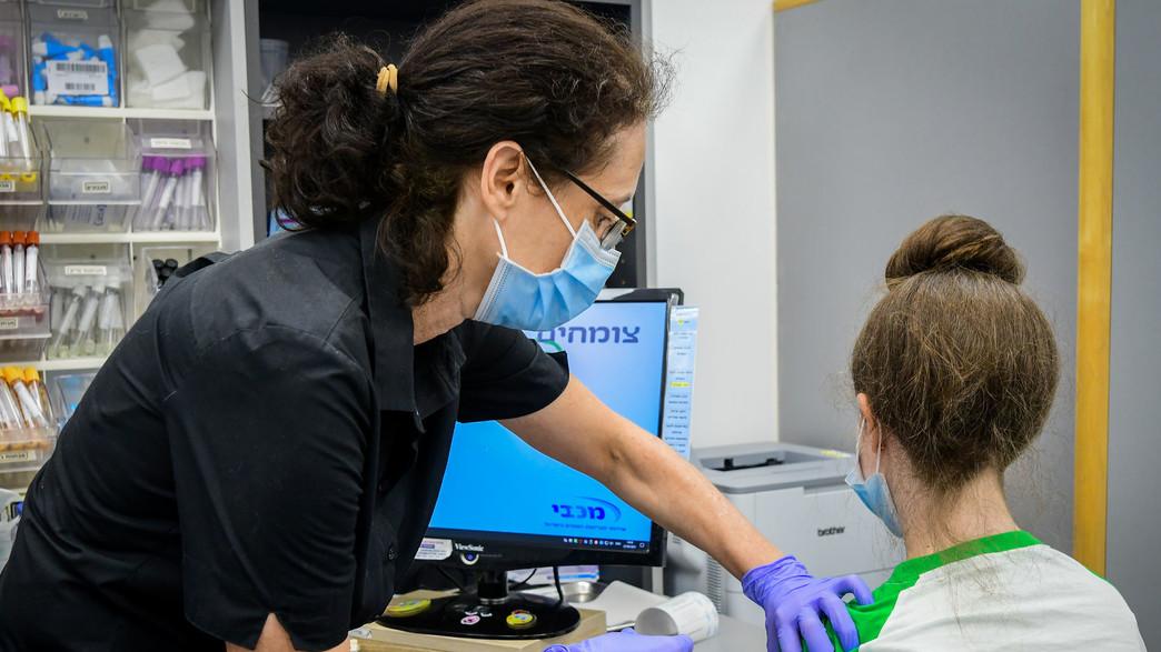 חיסון בני נוער בחיסון לקורונה (צילום: אבשלום שושני, פלאש 90)