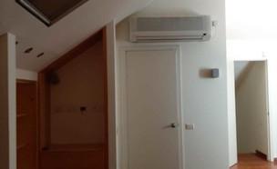 חדר שינה אודליה ברזילי, ג, עליית גג לפני (צילום: אודליה ברזילי)