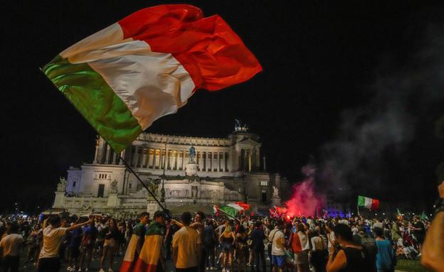 חגיגות הניצחון של איטליה (צילום: AP)