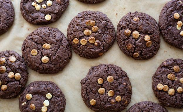 עוגיות שוקולד ושוקולד צ'יפס לבן (צילום: נופר צור, אוכל טוב)