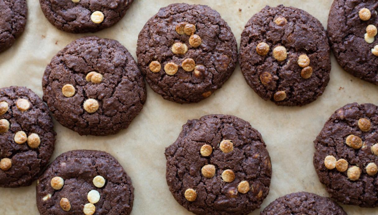 עוגיות שוקולד ושוקולד צ'יפס לבן