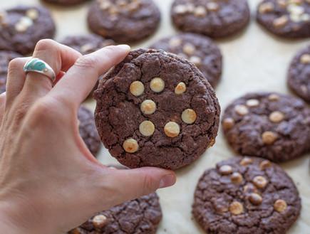 עוגיות שוקולד ושוקולד צ'יפס לבן - הדוגמנית