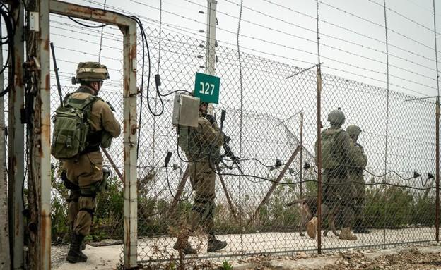 """חיילי צה""""ל בגבול הצפון (צילום: דובר צה""""ל)"""