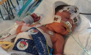 """הלידה הביתית הסתבכה, פראמדיק נקרא לעזרה (צילום: מתוך """"חדשות הבוקר"""" , קשת 12)"""