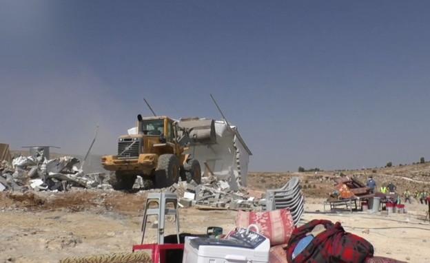 הריסת בנייה בלתי חוקית בכפר ג'ינבה (צילום: בצלם)