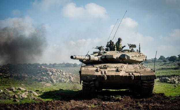"""טנק צה""""ל בגבול הצפון (צילום: דובר צה""""ל)"""