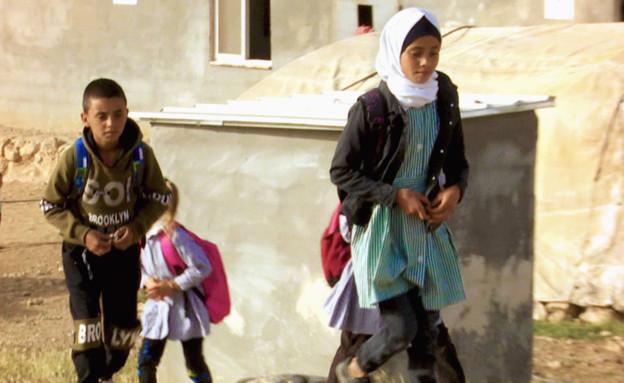 ילדים פלסתינים שחיים במערות (צילום: חדשות 12)