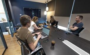 משרדי חברת הייטק (צילום: חדשות 12)