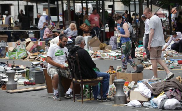 סוחרים בשוק הפשפשים ביפו תל אביב (צילום: פלאש 90)