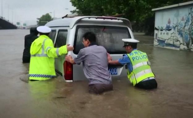 הצפות ושיטפונות בסין (צילום: reuters)