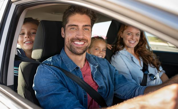 משפחה באוטו (צילום: shutterstock by Rido)