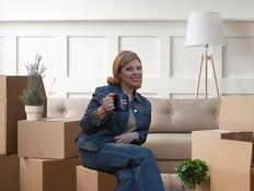 שרה נתניהו עוברת דירה (עיבוד: צילומים: יוסי זמיר Flash90 ו-fizkes Shutterstock)