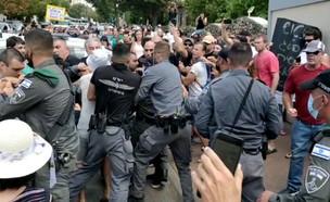 הפגנות מחוץ לבית של ראש הממשלה נפתלי בנט (צילום: חדשות הסרטונים)