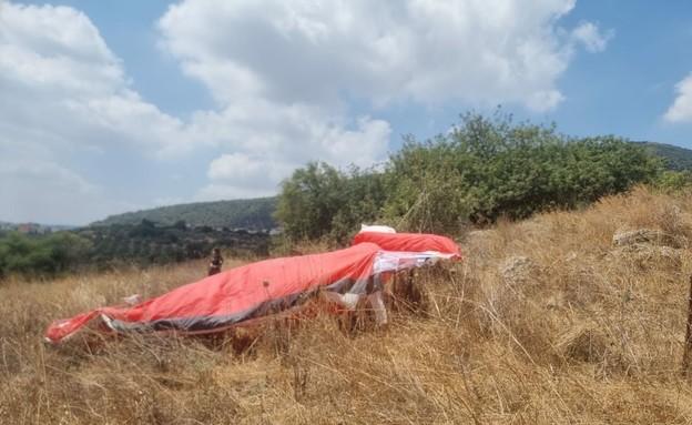 """בן 55 נהרג בהתרסקות מצנח רחיפה בגליל התחתון (צילום: דודו ברגר, תיעוד מבצעי מד""""א)"""